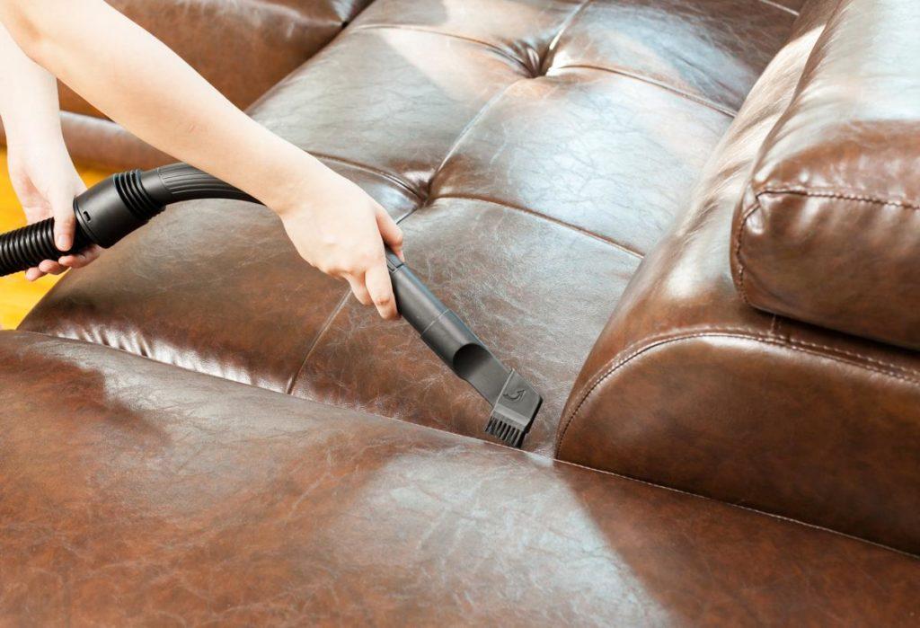 Советы по очистке кожаных диванов